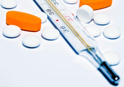 geneesmiddelen met thermometer